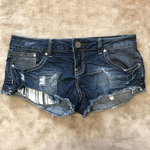 Almost Famous shorty shorts distressed SZ 7